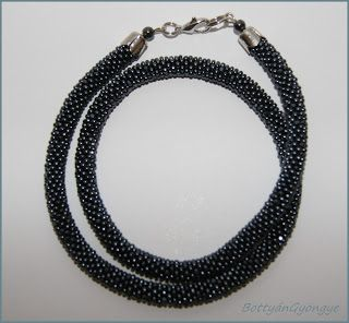 Férfi gyöngy horgolt hematit nyaklánc / bead crochet necklace, unisex