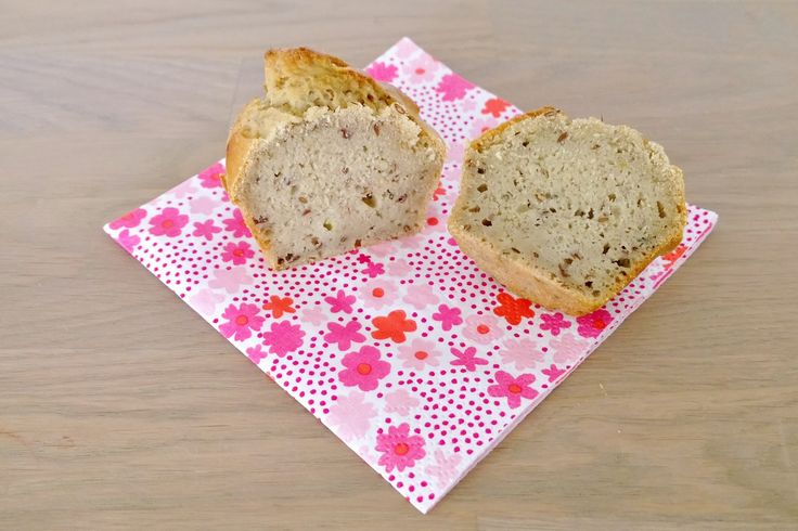 Brood, ik heb er een haat-liefde verhouding mee. Ik ben echt dol op de geur en smaak van vers gebakken brood maar kan en wil het niet eten. Tenminste, brood gemaakt van tarwe en gist (vanwege mijn ...
