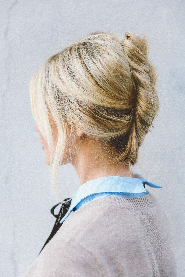 A chic messy chignon on the Barefoot Blonde | Easy hairstyles, Bardot hair, Hair without heat