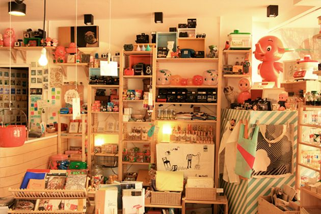 #5 [DAY2-PAGI] Khusus pagi ini aku mau ajak bang Tian shopping peralatan bayi dan anak di THE LITTLE DROM STORE. ini bukan sembarang toko. The little dröm store houses countless dream clouds, random knick knacks and also collections of all things inspiring and heartening. It aspires to bring people from all creative walks of life. Take heart! love from the drömkeepers. Mampir deh.. http://www.thelittledromstore.com #SGTravelBuddy
