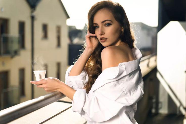 девушка в рубашке у елки: 6 тыс изображений найдено в Яндекс.Картинках