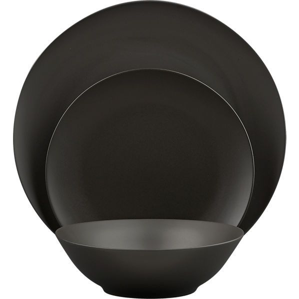 Gorgeous matte black dinnerware ... a perfect canvas for colorful dishes :)