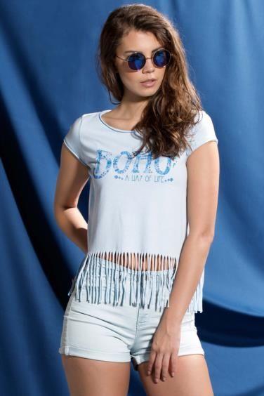 Üzerinde bulunan baskısı ve şık görünümü ile rahatlığına düşkün bayanlar için tasarlanmış DeFacto bayan bluz.