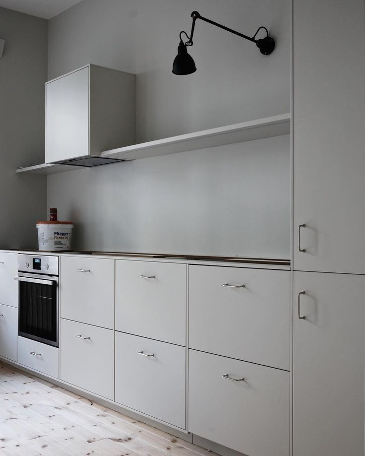 """356 likerklikk, 64 kommentarer – Hos Majorskan (@hosmajorskan) på Instagram: """"Ursäkta frånvaron, kompisar. Men köket är på gång iaf ☺ Bänkskiva, golvfix och lite annat pyssel…"""""""