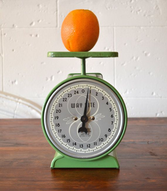 Way Rite Kitchen Scale- Avocado Green with Midcentury Details- Works! $35