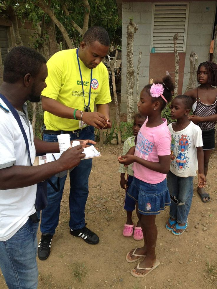 The Carter Center Hispaniola team works with the Ministry of Health in the Dominican Republic, and other partners, to conduct a mass drug administration (MDA) to interrupt transmission of lymphatic filariasis (LF), a debilitating disease caused by thin worms transmitted to humans by the bites of mosquitoes in tropical and subtropical regions. The Center is working with the government and partners in Haiti and the Dominican Republic to eliminate both malaria and LF from Hispaniola by 2020.