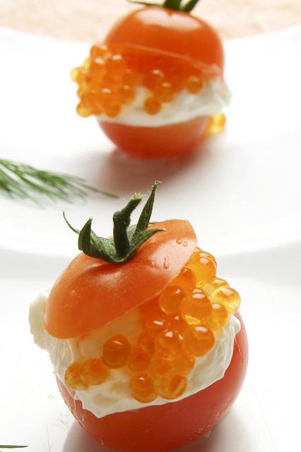 tomates cherry con philadelphia y huevas by Lándaluz,