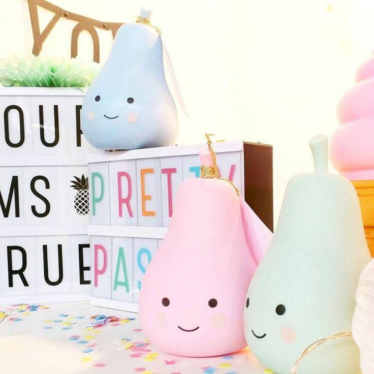 You are soooo cute! Dit schattige peerlampje van A little lovely company kun je online bestellen op www.wonenmetlef.nl