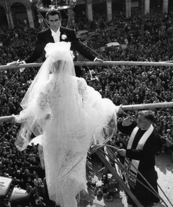 Jean Dieuzaide  //  Mariage funambule Toulouse 1954. Learn Fine Art Photography - https://www.udemy.com/fine-art-photography/?couponCode=Pinterest22