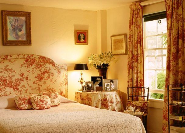 Bedroom nightstand decor