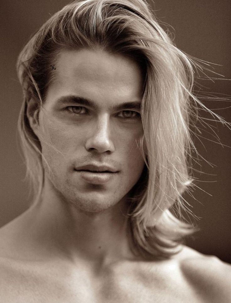 Aedion. When I read the books I imagined him as Chris Hemsworth.