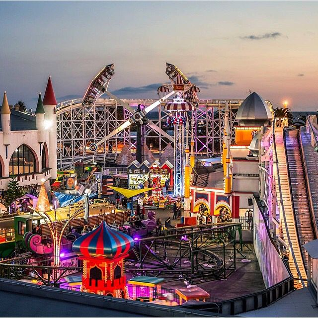 Luna Park Melbourne. Practical & useful travel tips for the whole family. #travel #traveltips #travelwithkids at familyglobetrotters.com