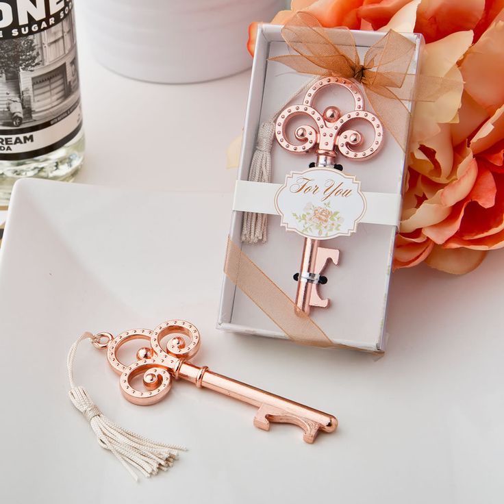 so elegant! Rose Gold Vintage Look Skeleton Key Bottle Opener Wedding Favors…