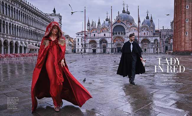 C'est en rouge que la jeune top-modèle américaine Hannah Ferguson pose pour l'édition américaine ...