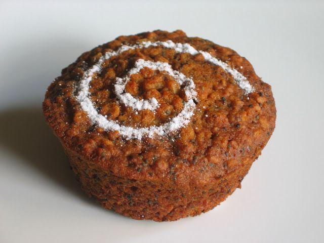 Már jó ideje izgatta a fantáziámat, hogy valami olyan sütit süssek, amiben a mák nem darált formában, hanem egész szemekben van jelen. F...