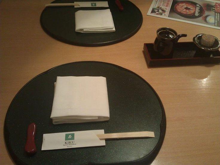 Kiku'nun en önemli mottosu ev sahipliği ve müşterilerine iyi bir deneyim sunma. Her Japon restoranı gibi hijyenik ve disiplinli... Daha fazla bilgi ve fotoğraf için; http://www.geziyorum.net/kiku/
