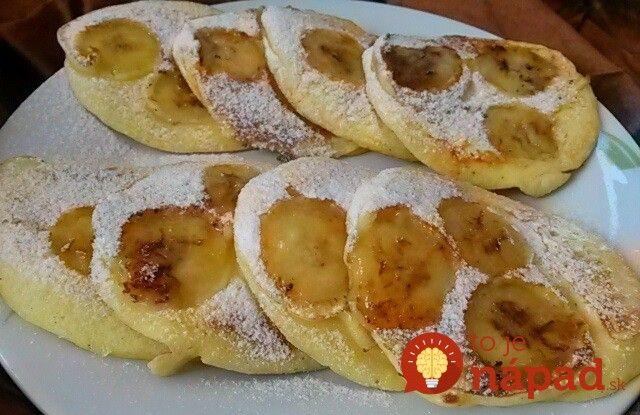 Ak chcete víkend odštartovať skutočne najlepšie, ako sa dá, začnite raňajkami. Doprajte si vynikajúce raňajky v podobe vláčnych lievancov z jogurtové cesta a kolieskami banánov. Tú chuť si jednoducho zamilujete.