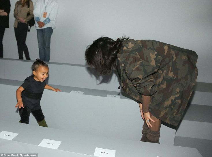 Anna Wintour grimaces as Kim Kardashian's girl North cries at NYFW #dailymail