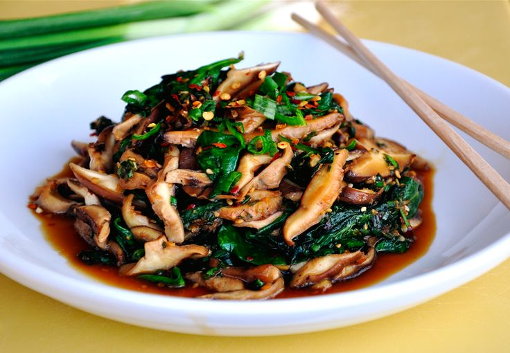 Sautéed Mushrooms & Spinach with Spicy Garlic Sauce. This is surprisingly delicious, and so easy to make! It could become your fave go-to side dish for Asian-inspired chicken recipes!