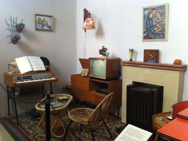 Voorbeeld inrichting huiskamer jaren 60 jaren 60 pinterest for Interieur 70 jaren