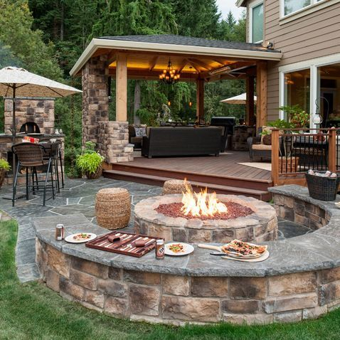 Fire pit w/seatwalls & pizza oven – and covered po…