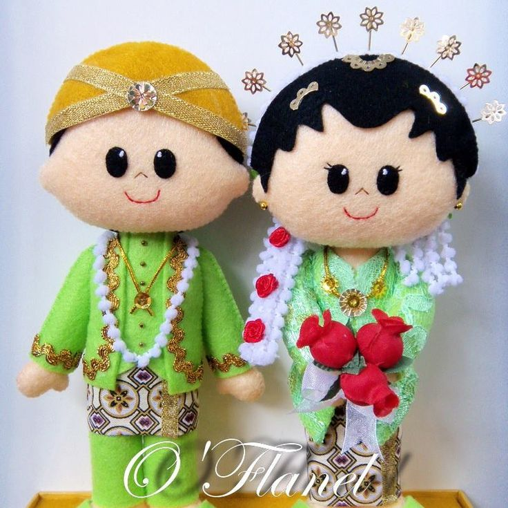 very javanese taste wedding costume. Bride and Groom. Felt Doll.
