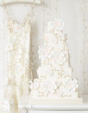 http://www.thecakeparlour.com/wp-content/uploads/2011/01/Claire-Pettibone-cake-300x384.jpg