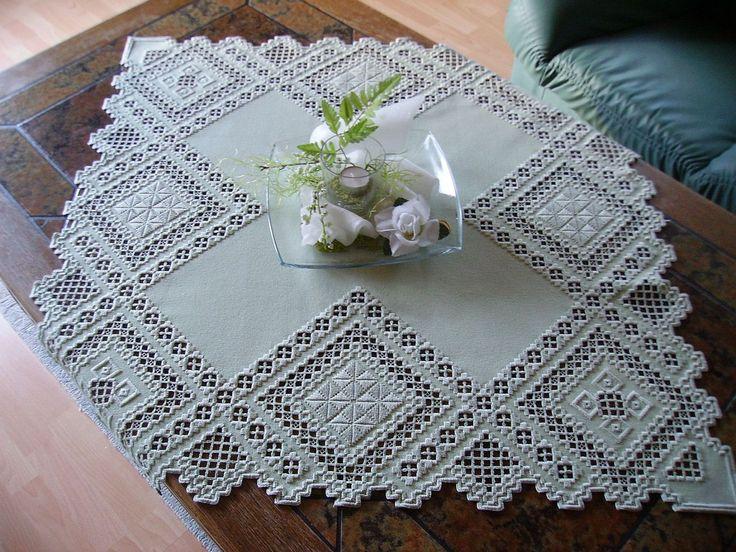 Quadratische Decke mit breitem Hardangerrand