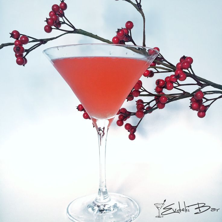 Pretty in Pink votka, rom, Sweet and Sour karışımı, Sprite, grenadine #pretty #pink #cocktail #kokteyl #booze #mixology #mixologist #bartending #drink #delicious #yummy #tarif #recipe #grenadine #sprite #vodka #votka #red #kırmızı #martini
