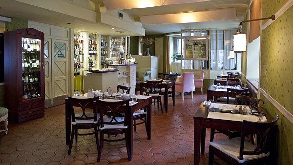 Oliva - ***  Kvalitní suroviny a hezký interiér, chybí jen impuls, proč se vracet.