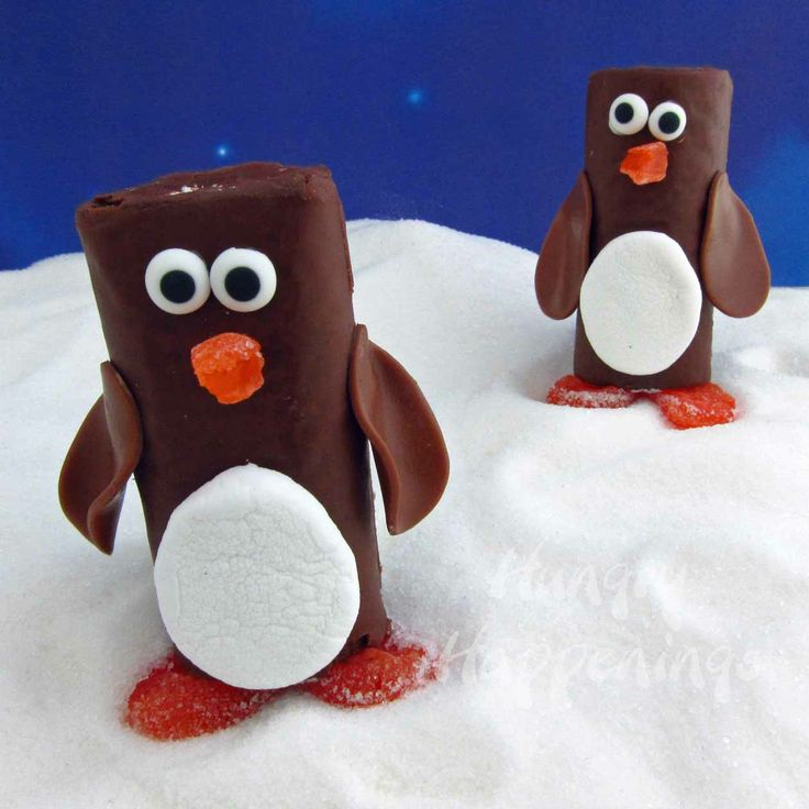 Hungry Happenings: Snack Cake Penguins - a great treat to celebrate Christmas in July  http://www.hungryhappenings.com/2012/07/snack-cake-penguins-great-treat-to.html
