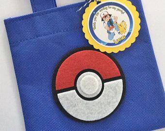Juego de 12 bolsas Favor de Pokemon con personalizada gracias etiquetas, Pokemon, Pokemon partido partido de bolsas, cumpleaños Pokemon, Pokemon, Pokemon bola