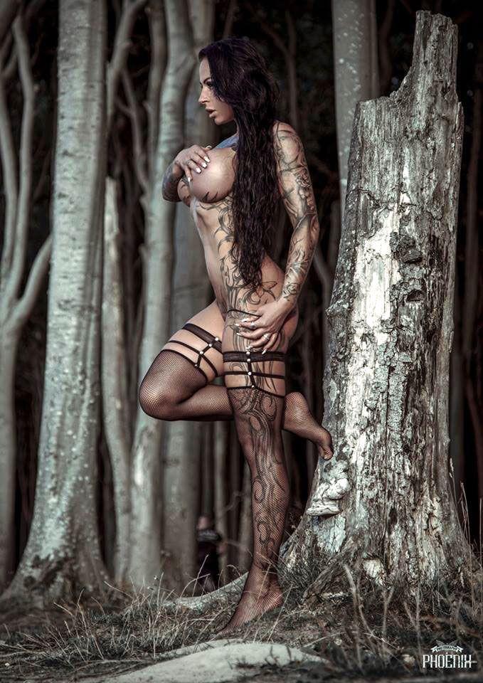 stockings + Sharon Phoenix = die Zutaten für ein perfektes Foto. Dessous: www.extravagant-d... Model: Sharon Phoenix ---> de-de.facebook.co... Fotograf: Phoenix Art-Photography ---> de-de.facebook.co... #tattoo #ink #model #sexy #dessous #lingerie #fashion #stockings