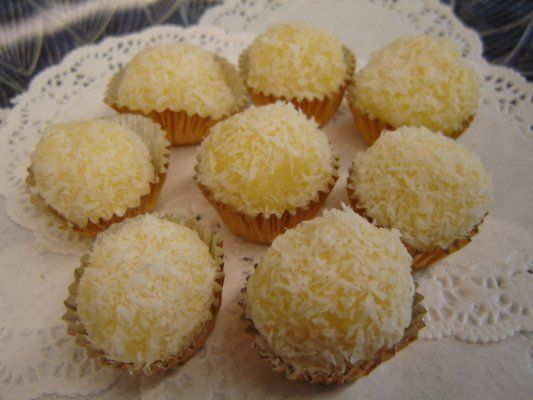 Portuguese Coconut Kisses (Bolinhos de Coco) - Easy Portuguese Recipes