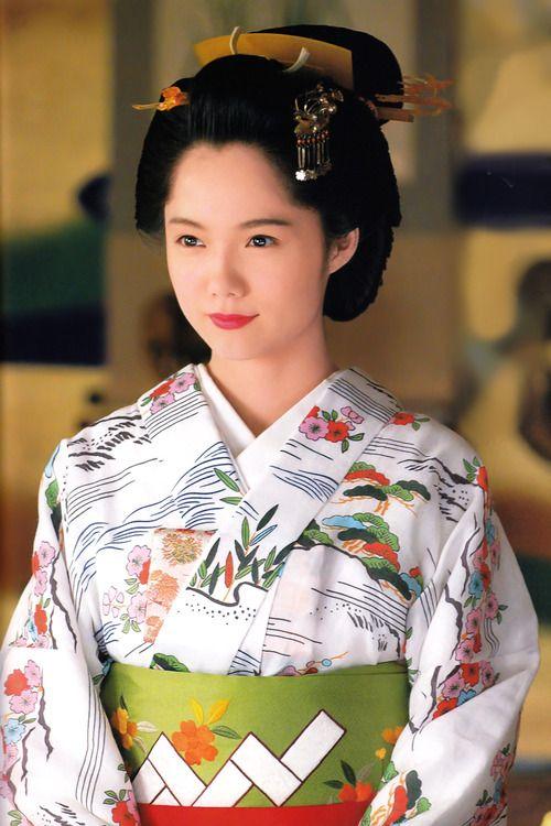Aoi Miyazaki * pinterest.com/yurina3c/kimono-yukata-japan/