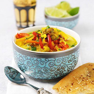 Matig och smakrik solgul linssoppa.