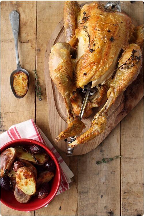 Poulet rôti en tournebroche au thym et pommes de terre - ChefNini... J'en ai l'eau à la bouche !!!