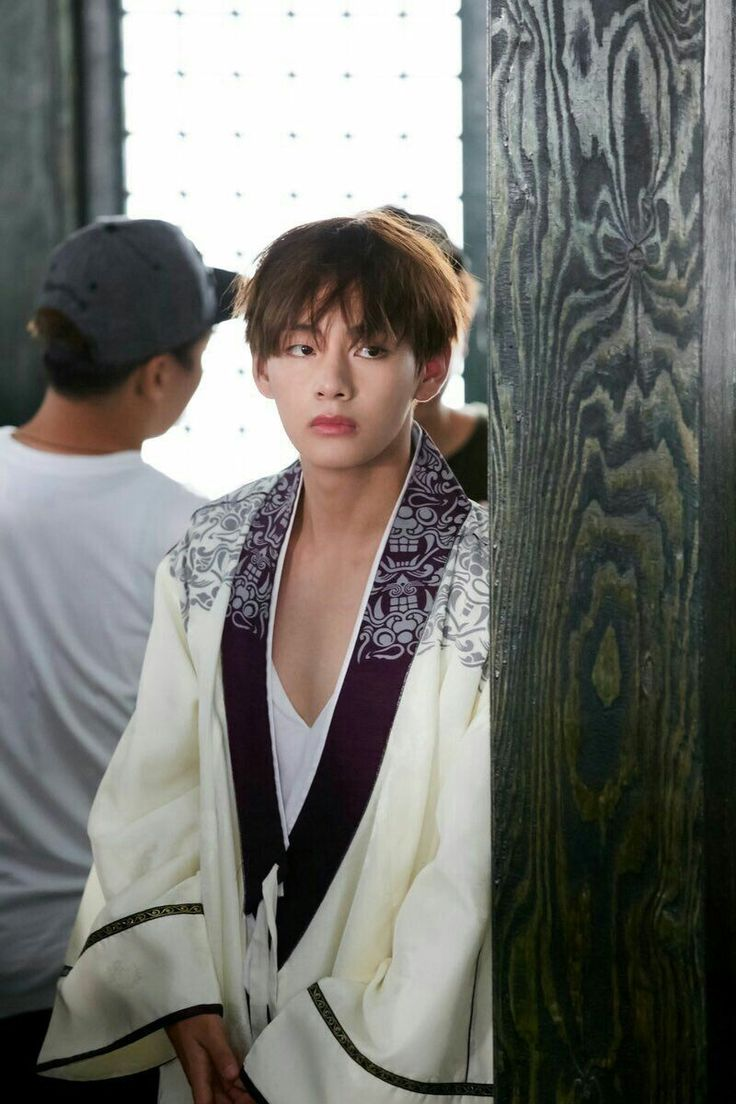 Kim Taehyung no set de Hwarang: The Poet Warrior of Youth || Han Sung || o primeiro que descobriu o significado de ser um Hwarang
