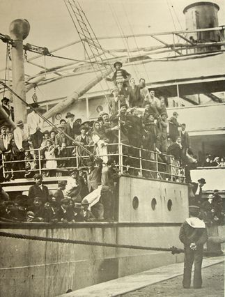 Ship arriving with immigrants to the Port of Buenos Aires.