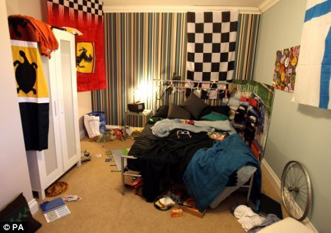 It Stages Messy Teen Rooms 78