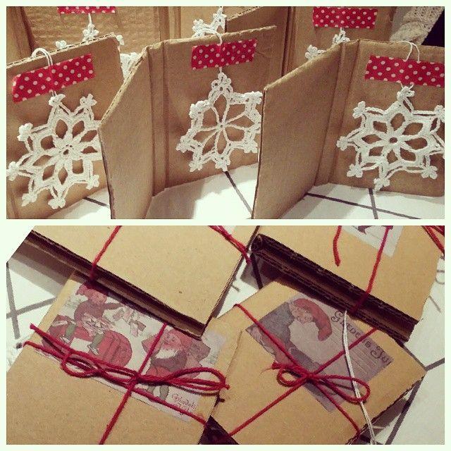 "Some small presents on #cardboard Oppskrift på #snøkrystaller fra ""Alt om julen 2005"" :) #crochet #crochetlove #craft #snowcrystal #håndarbeid #heklet #julepynt #upcycle by marlinparlin"