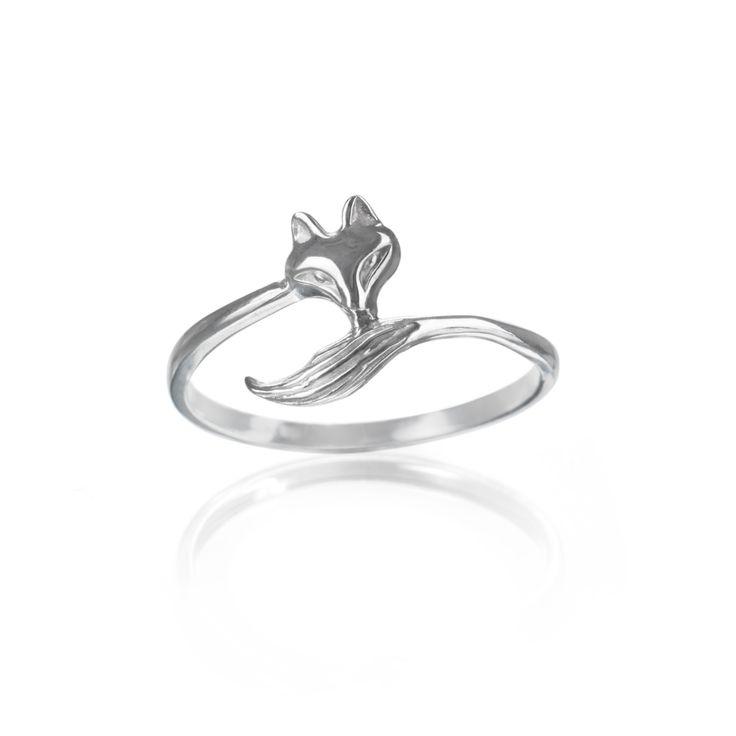 Lišák+-+prsten+ve+tvaru+lišky+Hravý+stříbrný+(či+zlatý)+prsten+ve+tvaru+lišky.Šířkamotivu+0,6+cm.Váha+šperku+1,30+g.+Velikost+upravím+na+Váš+prst,+stačí+pouze+zaslat+jeho+obvod+v+mm+(Jak+změřit+velikost?).Nevyhovující+velikost+vyměním+zdarma,+pouze+za+cenu+poštovného.+Pro+náročné+jej+zhotovím+i+ze+zlata.+Vyrábím+znejkvalitnějšího+stříbra+Sagínu,...