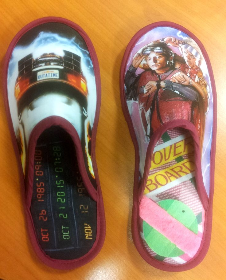 Le pantofole personalizzate di ritorno al futuro!! Idee regalo originali per un amante di questa affascinante trilogia!