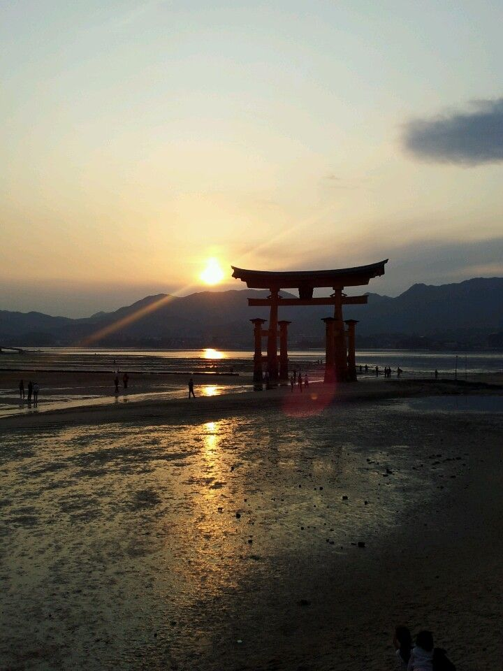 O Santuário de Itsukushima (em Japonês 厳島神社, Itsukushima Jinja) é um santuário xintoísta situado na ilha de Itsukushima, perto da cidade de Hatsukaichi, na província de Hiroshima, no Japão, que foi construído sobre a água. Foi considerado Património Mundial pela UNESCO em 1996 e está protegido por severas leis de protecção do património. O santuário é gerido pelo governo japonês.