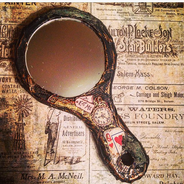 When you can't look on the bright side, I will sit with you in the dark. #aliceinwonderland #alice #throughthelookingglass #madhatter #drinkme #stopwatch #tophat #lockandkey #key #dark #art #artistsoninstagram #artist #artlife #quotes #mirror #altered #alteredart #mixedmedia #ducttape #metal #fauxmetal #steampunk #steampunkinspired #time