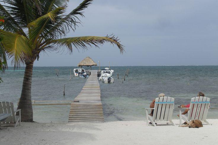 Caye Caulker, Belize  www.todosmisviajes.com  #todosmisviajes #diariosdeviajes #diariodeviaje #blogdeviajes #travelblog #travelblogger #travelblogginglife #travelblogging #travelinspiration #beautifulplaces #travel #traveler #viajar #viajes #trip #memoriasdeviagens #traveling #vacation #instatravel #holiday #travelling #tourism #tourist #instatraveling #igtravel #belize #belice #cayecaulker #cayecaulkerisland #caribbeanlife