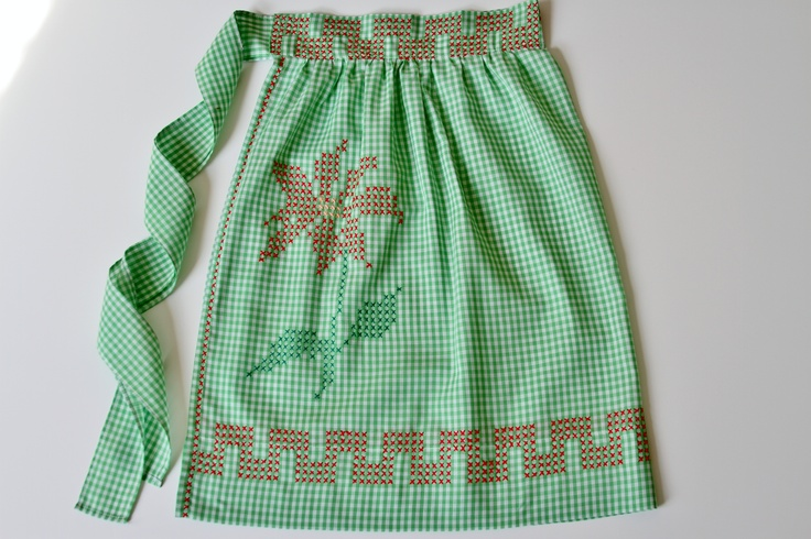 Vintage gingham apron from my collection ♥