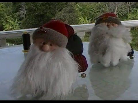 Hermosas manualidades de navidad para hacer en casa. Aprende cómo hacer este Papá Noel. Descarga los moldes en http://variedadesfemeninas.com/moldes/.