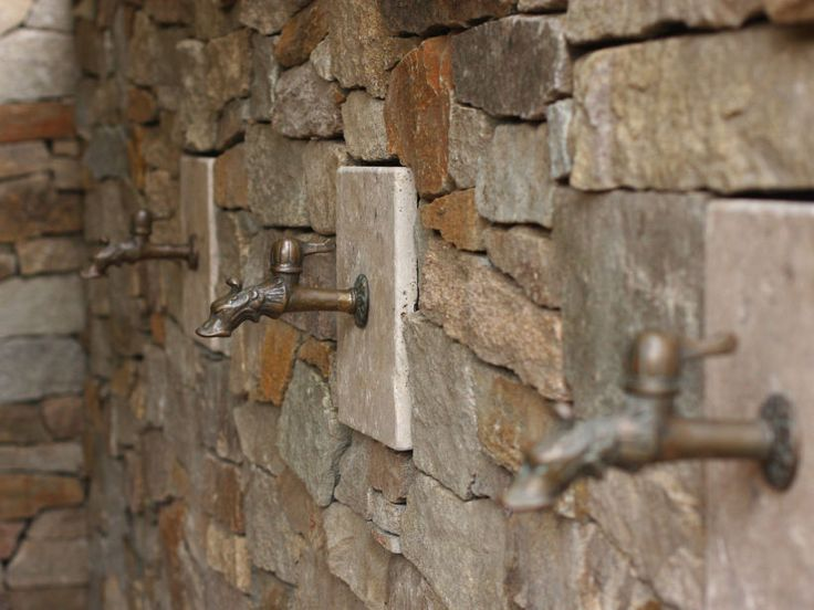 Eco Outdoor Alpine drystone walling close up with Capri travertine detail, design by Caldesign.  Eco Outdoor | Alpine drystone walling |…