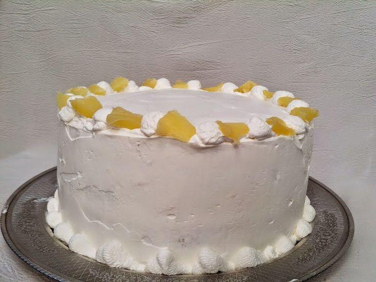 La torta de piña es una de esas torta sencillas que nos gusta a los chilenos Son tres bizcochos rellenos con crema de batir y troci...